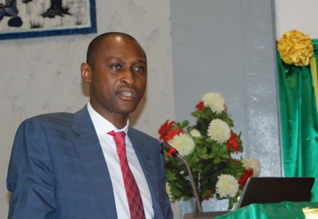 Abel S Somé, le Secrétaire permanent de la SCADD, présentant les performances 2013 à l'ouverture de la session du comité de pilotage. © Burkina 24