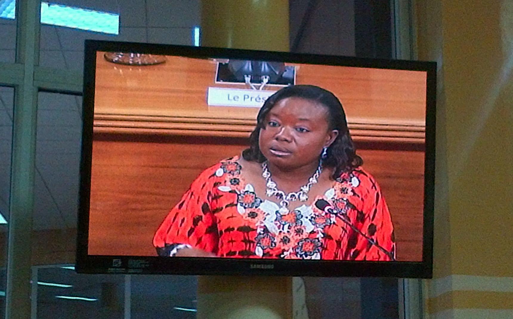 C'est le ministre de la promotion des droits humains, Julie Nignan Somda, qui était à l'hémicycle pour défendre la loi. (Ph.B24)
