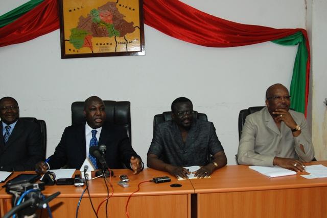 Les représentants de l'opposition à  la conférence de presse (Ph : B24)