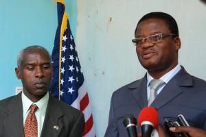 L'ambassadeur des États-Unis avec le Gouverneur de la région du Nord, au sortir de leur entretien. Ph.B24