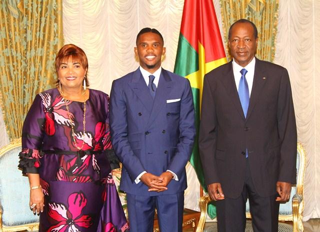 Samuel Eto'o entouré du couple présidentiel burkinabè (Ph : Présidence du Faso)