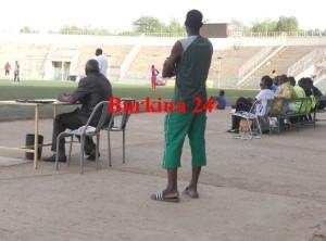 S'habiller ainsi pour arbitrer un match  est un manque de respect au football burkinabè