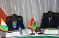 Les deux Premiers ministres ivoirien et burkinabè, Daniel Kablan Duncan (g.) et Luc Adolphe Tiao, lors de la clôture de la réunion ministérielle (Ph : B24)