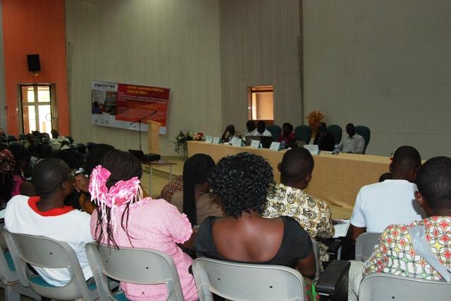 Une vue partielle des jeunes participants a la conference publique de ce samedi 3 mai. Ph. Justin