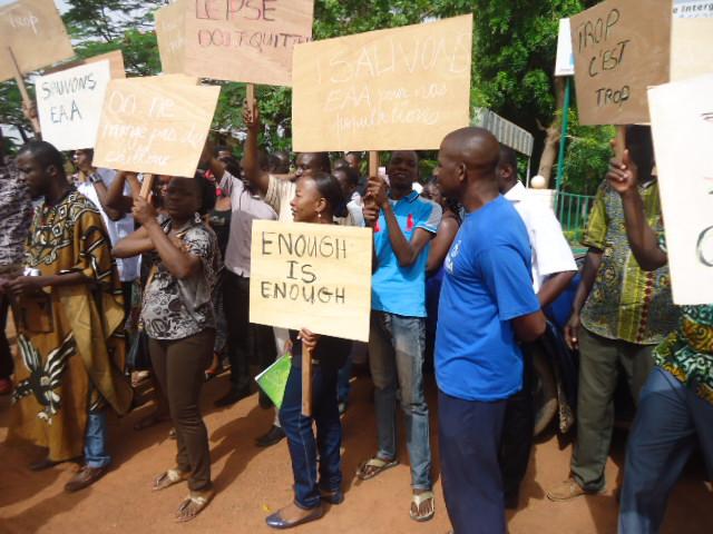 Le personnel de l'EAA en Sit-in (© Burkina24)