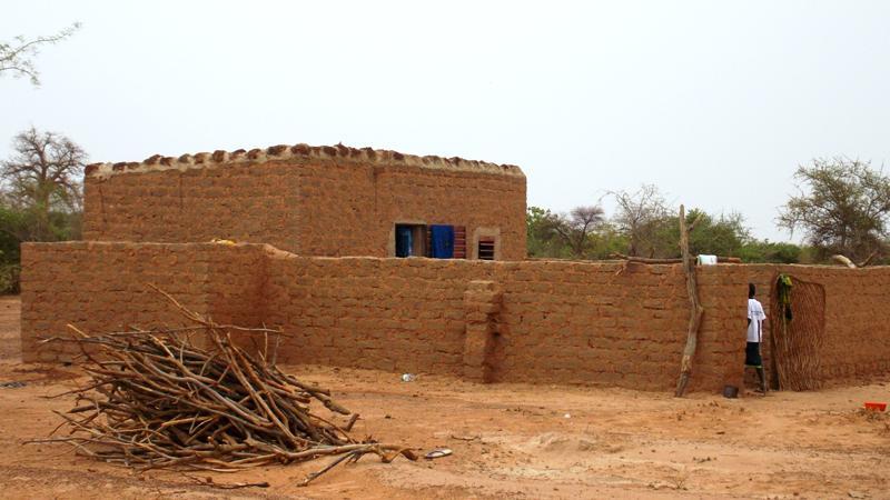 Le logement construit par les parents d'élèves de Zana (Ph : B24)