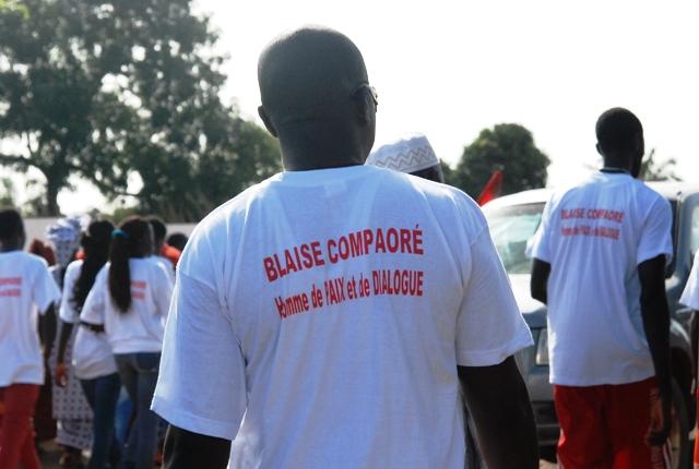 Des Burkinabè venus accueillir Blaise Compaoré (© Burkina 24)
