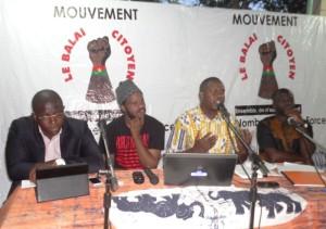 De la gauche vers la droite, les conferenciers : Maitre Guy Hervé Kam, Thiat, Saidou Abdou Karim et Rassablga Ouédraogo