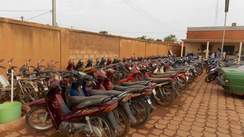 Une vue d'engins encore utilisables à la police municipale de Ouagadougou. © Burkina24