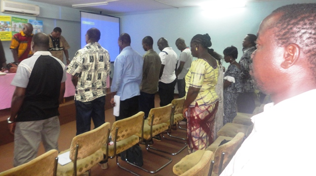 Une minute de silence a été observée en mémoire de Sidiki Diarra (© Burkina24)