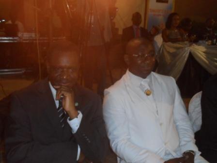 Kadré Désiré Ouédraogo, aux côtés du commissaire général du SEMICA. (Fasozine)