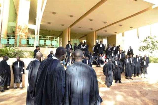 Gr ve des greffiers des justiciables aux abois au palais de justice de ouagadougou l - Grille indiciaire des greffiers ...