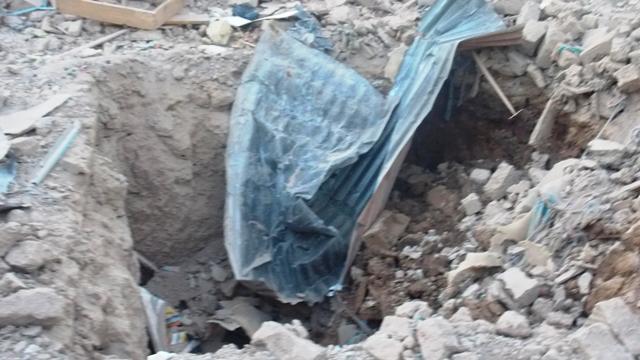 """Les """"empreintes"""" que l'explosion a laissées dans la maison d'où elle est partie (© Burkina 24)"""