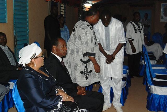 Blaise Compaoré et son épouse ont apporté leur à la famille de  Gilbert Ouédraogo ( © Burkina24)