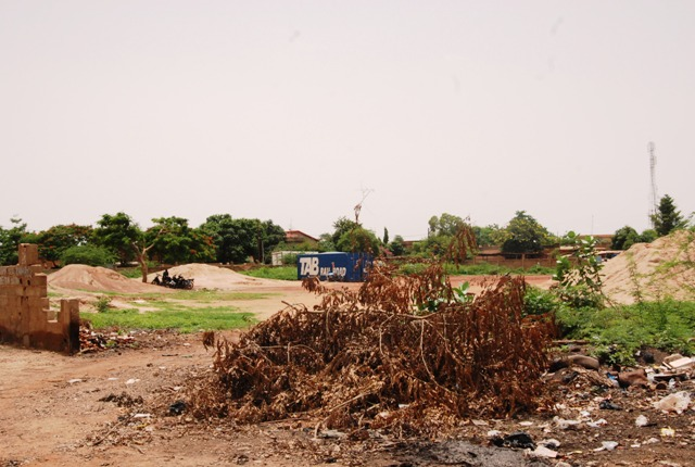 Le terrain à litige. L'international Aristide Bancé y aurait joué au foot (© Burkina 24)