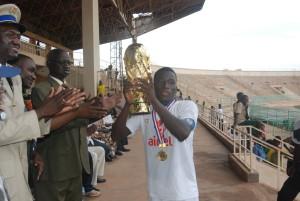 Alassane Tiemtoré est le premier capitaine de Fabao Foot a brandir le trophée du Tournoi international de la solidarité des centres de formation