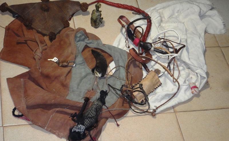 Les talismans retrouvés chez Moussa Diakité (©Burkina24)