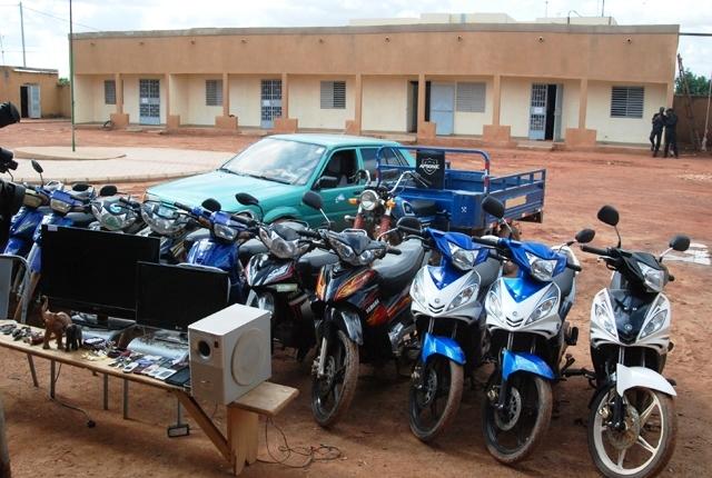 Plusieurs biens et matériels ont été saisis des mains des malfrats (©Burkina24)