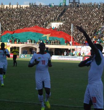 Alain Traoré (bras levé) a inscrit le deuxième but des Étalons