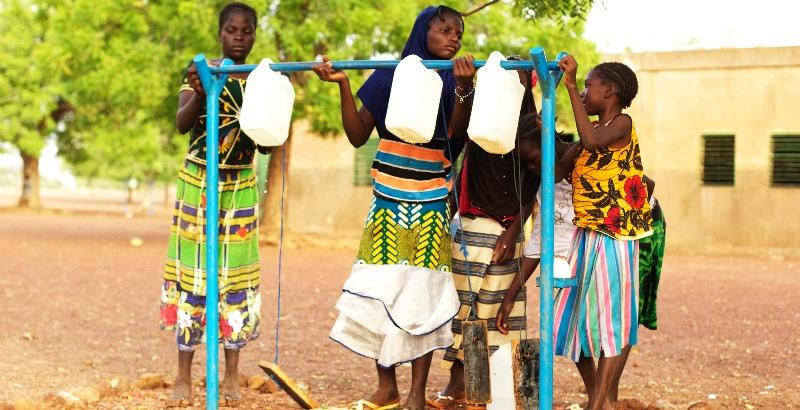 L'un des dispositifs de lavage de main installés à dans les écoles (© CRS)