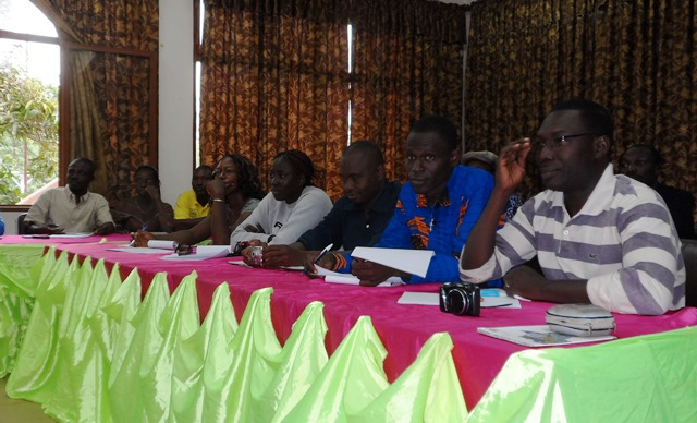 Les journalistes écoutant avec intérêt le comité d'organisation du SIMO 2014. ©Burkina24