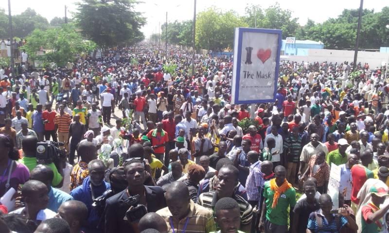 Les manifestants sur l'avenue Kwameh Nkrumah