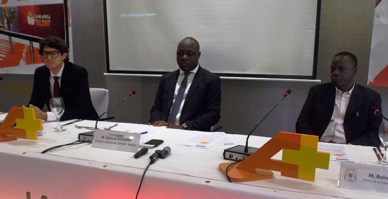 De la gauche vers la droite, Damiano Malchiodi (lunettes), directeur de la chaine A+, Clément Kwamé, directeur de Canal+ Burkina et Nouhoun Tianou, representant du ministre de la culture