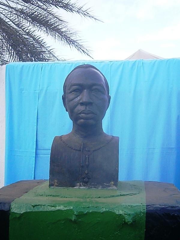 Le buste en hommage à Amadou Bourou (© DR)