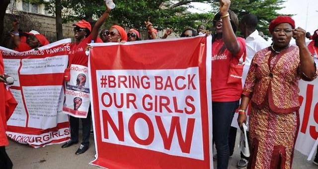 Après de nombreuses protestations à travers le monde, enfin un accord avec le groupe islamiste armé Boko Haram prévoyant un cessez-le-feu et la libération des 219 lycéennes enlevées a été conclu.