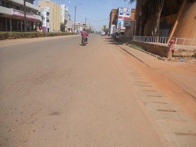 Avenue Kwamé Nkruma aux environs de 10 heures