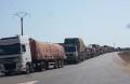 Camions provenant du Togo (Photo prise à la frontière)