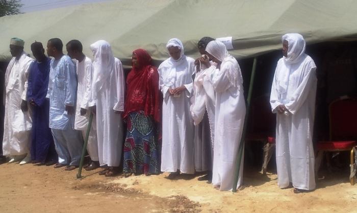 L'épouse et les enfants du député-maire Arba Diallo, arrivant à la cérémonie d'hommage à la mairie. ©Burkina24