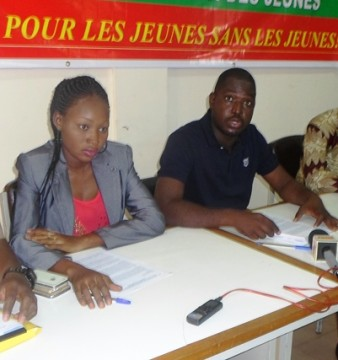 Les membres du bureau exécutif national du CNJ-BF résidents à Ouagadougou, dont le president, Oscar Zoehinga (en noir) (©Burkina24)