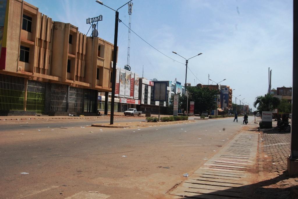 L'Avenue Kwameh Nkrumah aux environs de  13h, ce 28 octobre 2014 (© Burkina 24)
