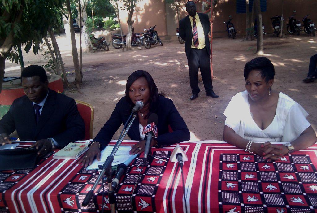 La conférence sur la TNT a été animée par la DG/SBT, Kadidia Savadogo (au milieu)