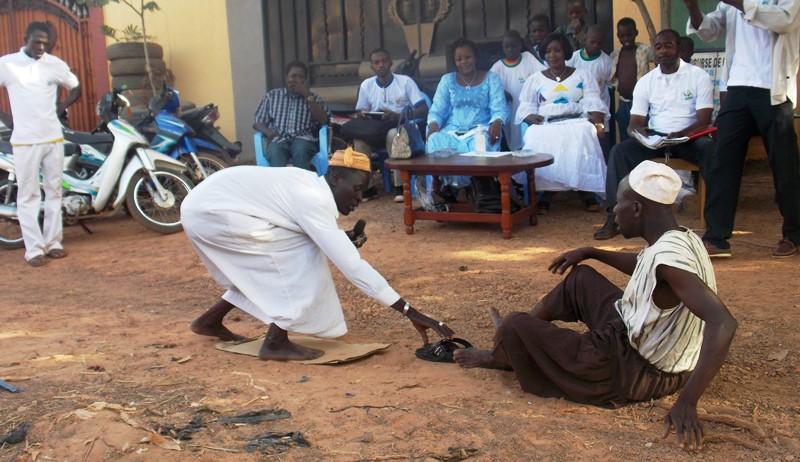 Representation théatrale sur le VIH SIDA et Ebola avec la troupe Lagamtaba(©Burkina24)