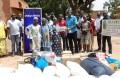 Les membres du Lions Club Ouaga Crystal posant avec le personnel de