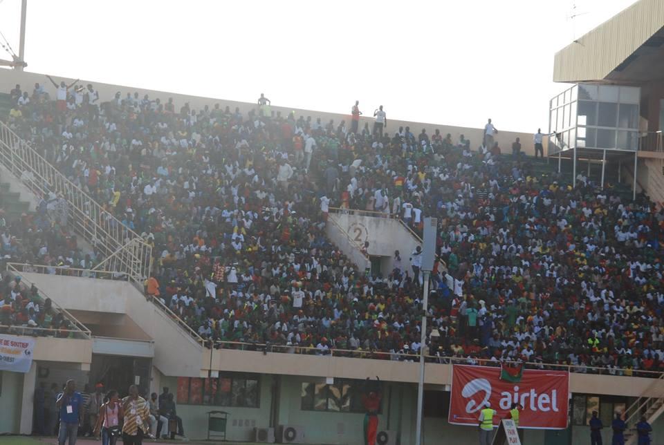 Les supporters dans les gradins (© Burkina 24)