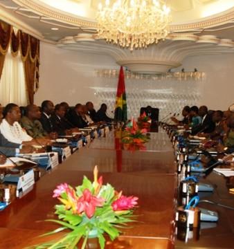 Premier conseil des ministres du gouvernement de transition, le 24 novembre 2014  (© Burkina24)