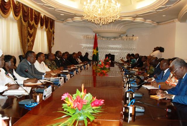 Premier conseil des ministres du gouvernement de transition. Si le décor reste le même, les acteurs ont changé (© Burkina24)