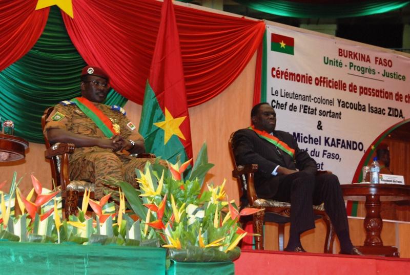 Les Chefs d'Etat entrant et sortant (© Burkina24)