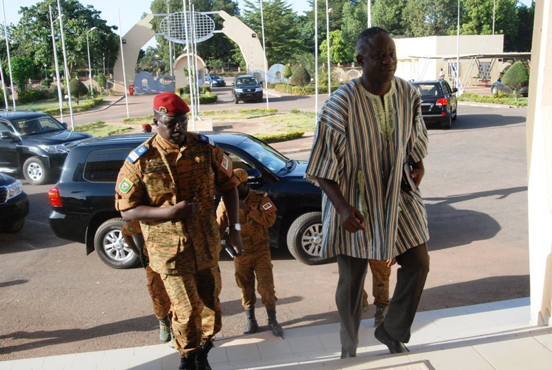 L'arrivée du Chef de l'Etat, lieutenant-colonel Isaac Zida au CES (© Burkina 24)