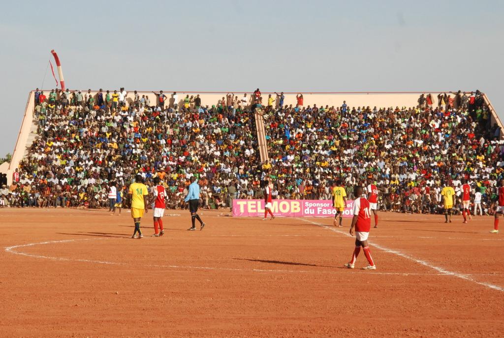 Les équipes de la boucle du Mouhoun et des Hauts Bassins ont eu l'honneur de livrer le match d'inauguration du Stade Sangoulé Lamizana. En face la tribune solaire.