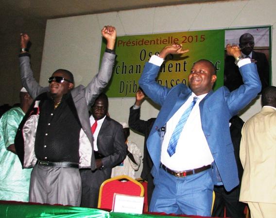 """Adama Kiéma (en veste) et les jeunes ont lancé """"Bassolé au pouvoir !"""""""
