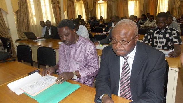 Les participants à la presentation du rapport