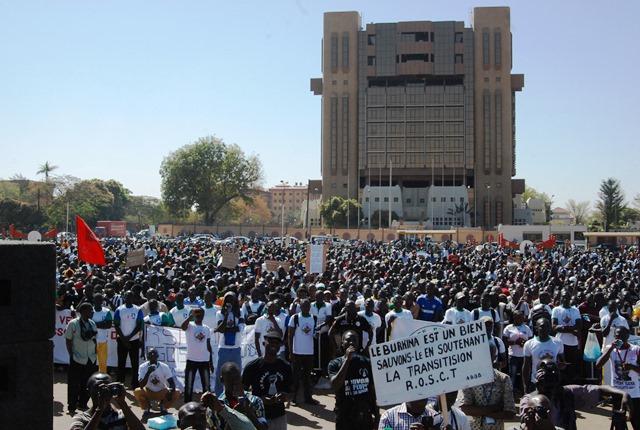 Les manifestants à la Place de la Révolution