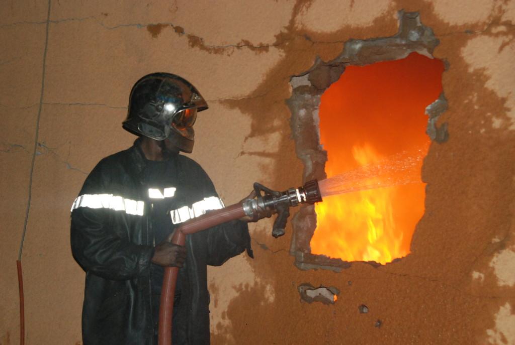 Les sapeurs-pompiers ont usé de stratégie pour arrêter les flammes