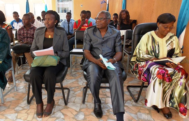 De la gauche vers la droite, la marraine Ada Sorgho, la patrone Phoebé Dorcas Ouedraogo et Gaston K. Gnoumou, directeur de l'ESTPO