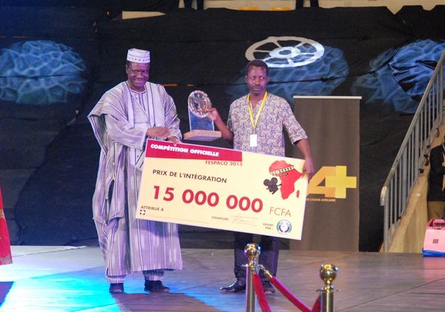 """Sékou Traoré, avec """"L'Oeil du cyclone"""", a remporté le prix spécial de l'intégration, le prix Oumarou Ganda et l'Etalon de Bronze"""