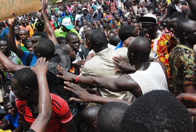 C'est devant le ministère des enseignements secondaire et supérieur que les étudiants ont livré leur message © Burkina24